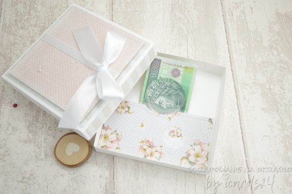 pudełko z kieszonką na pieniądze