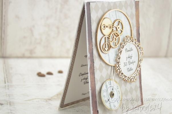 kartka z zegarem i trybikami